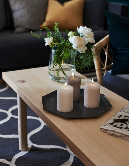 IKEA, LUGGA bougies blocs parfumées à la vanille, BERÄKNA vase en verre transparent, STOCKHOLM__201811_idli03a_03_PH146694